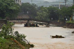 Didžiulis potvynis niokoja Japonijos pietus