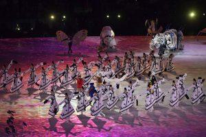 Pietų Korėjoje draugišku rankų paspaudimu atidarytos Pjongčango olimpinės žaidynės
