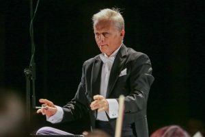 P. Čaikovskio muzikos koncertas į Klaipėdą sugrąžino charizmatiškąjį dirigentą