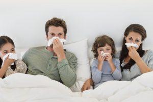 Gripas vis labiau šiepia dantis
