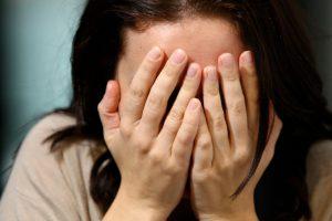 Į psichiatrinę ligoninę paguldyta prieš dukrą smurtavusi moteris