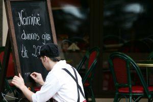 Restoranai nerimauja dėl minimalios algos didinimo