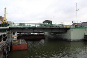 Užstrigusį Pilies tiltą pavyko nuleisti