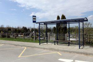 Pasiteisino nauja stotelė prie kapinių