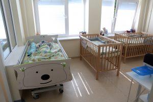 Globos namuose liks mažiau vaikų