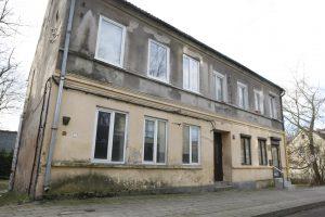 Apleistus būstus parduos aukcione
