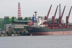 Gilinamas uostas verčia perstatyti krantines