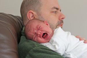 KT: sprendimas nekompensuoti sumažintų tėvystės pašalpų – teisėtas