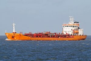 Rygos įlankoje užsidegė tanklaivis