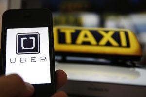 """Italijos teismas dėl nesąžiningos konkurencijos uždraudė """"Uber"""" programėlę"""