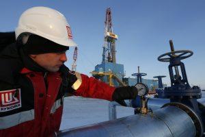 """Lukoil"" leista eksploatuoti dar du telkinius Baltijos jūroje"