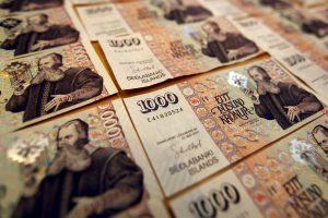 Kodėl ne visos valiutos turi tūkstantines kupiūras?