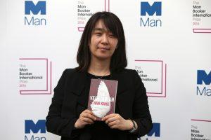 """""""Man Booker"""" premiją pirmą kartą laimėjo rašytoja iš Pietų Korėjos"""