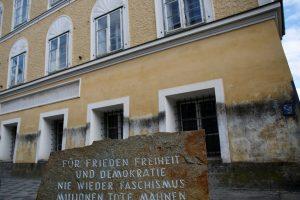 Austrijoje suimtas A. Hitleriu persirengęs vyras