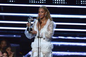MTV apdovanojimai – su politikos prieskoniu