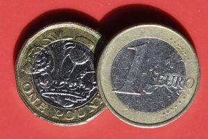 Svaro vertė: kai kur jau moka mažiau nei eurą
