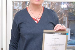Diplomą gavo atšventusi 62-ąjį gimtadienį