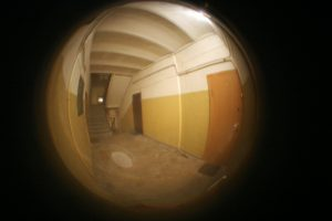 Kaune – kaip kine: buto duris išspyrę plėšikai pagrobė piniginę su 40 eurų