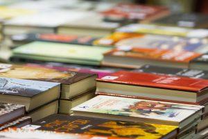 Elektronikos atliekas iškeitė į knygas