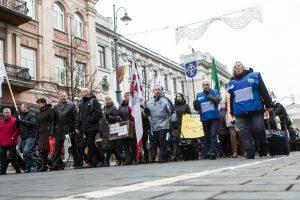 Mokytojai nusileidžia: dauguma profsąjungų nutraukia streiką