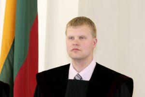 Dėl neteisėto poveikio apklaustas Kauno teisėjas pratęsė atostogas