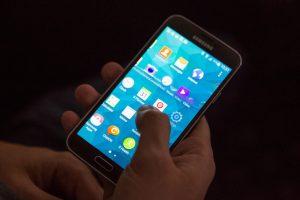 Mobilieji telefonai nurungė bankomatus