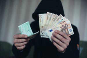 Kaip sukčius iš Kauno apmovė kredito bendrovę