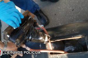 Vilniaus policija automobilio kuro talpoje aptiko 10 kilogramų kanapių