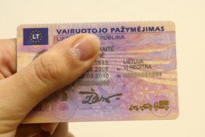 Vilkiko vairuotojas pateikė suklastotą pažymėjimą