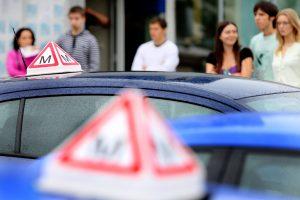 Eksperimentas: vairavimo egzaminas po dešimties metų praktikos