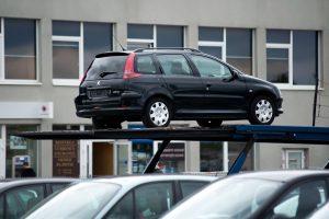 Vidutinė naudoto automobilio kaina – beveik 10 minimalių algų