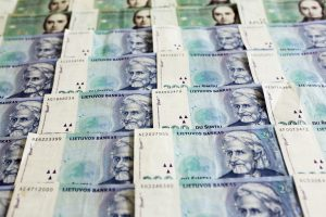 Valstybė tebeskolina milijonus litų įmonei, kuri nebeturi licencijos