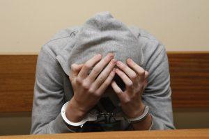 Nelegalų paketėlį nuteistiesiems bandė perduoti teismo salėje
