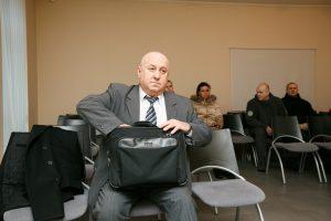 Žmoną ir kolegas grasinęs nužudyti buvęs policijos vadas turės papurtyti piniginę