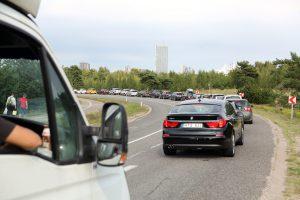 Kai vairuotojai pamiršta laikytis saugaus atstumo