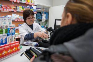 Sergančių kauniečių patirtis: vaistams algos nebepakanka