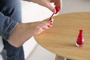 Pavojingos opos ant pėdų gali būti nuo vaistų