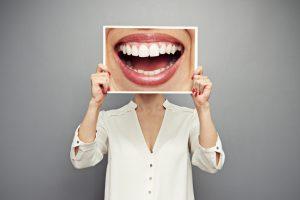 Netinkama burnos higiena: kas gresia?