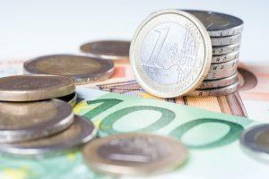 Lietuvos paštas įspėja: eurus keis tik pašto skyriuose ir į namus nesibels