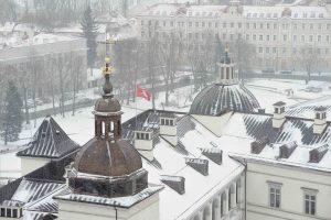 Mėgautis Vilniaus senamiesčio panorama galima ir uždarius Gedimino kalną