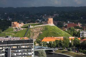 Dėl Gedimino kalno skelbiama ekstremali situacija, perspėjama apie grėsmę piliai
