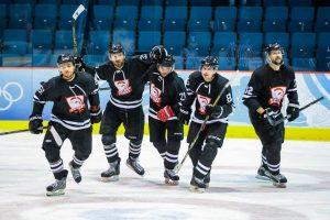 """Ledo ritulio čempionate """"Rokiškis"""" ir toliau skriaudžia """"Hockey Punks"""""""