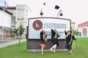 LCC tarptautinio universiteto alumnai neiškentė: kreipėsi į šalies vadovus