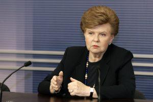 Latvijos eksprezidentei – kritika dėl sklypo šeimos kapui istorinėse kapinėse