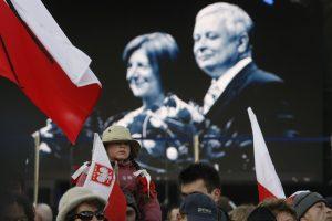 Perlaidoti ekshumuoti Lenkijos prezidento ir jo žmonos palaikai