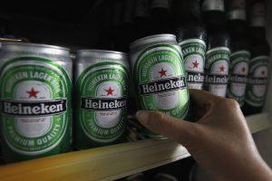 """Vengrija siekia uždrausti alaus milžinės """"komunistinę"""" žvaigždę"""