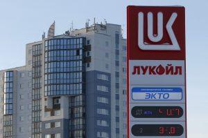 """""""Lukoil"""" pelnas šiemet sunyko daugiau nei perpus"""