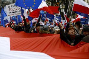 Žurnalistas: Lenkijos pasitraukimas iš ES atskleistų jos izoliuotumą