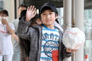Stebuklingai miške išgyvenęs japonų berniukas išrašytas iš ligoninės