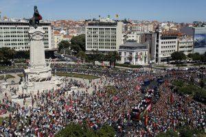 """Tūkstančiai portugalų pasitiko """"Euro 2016"""" čempionus"""